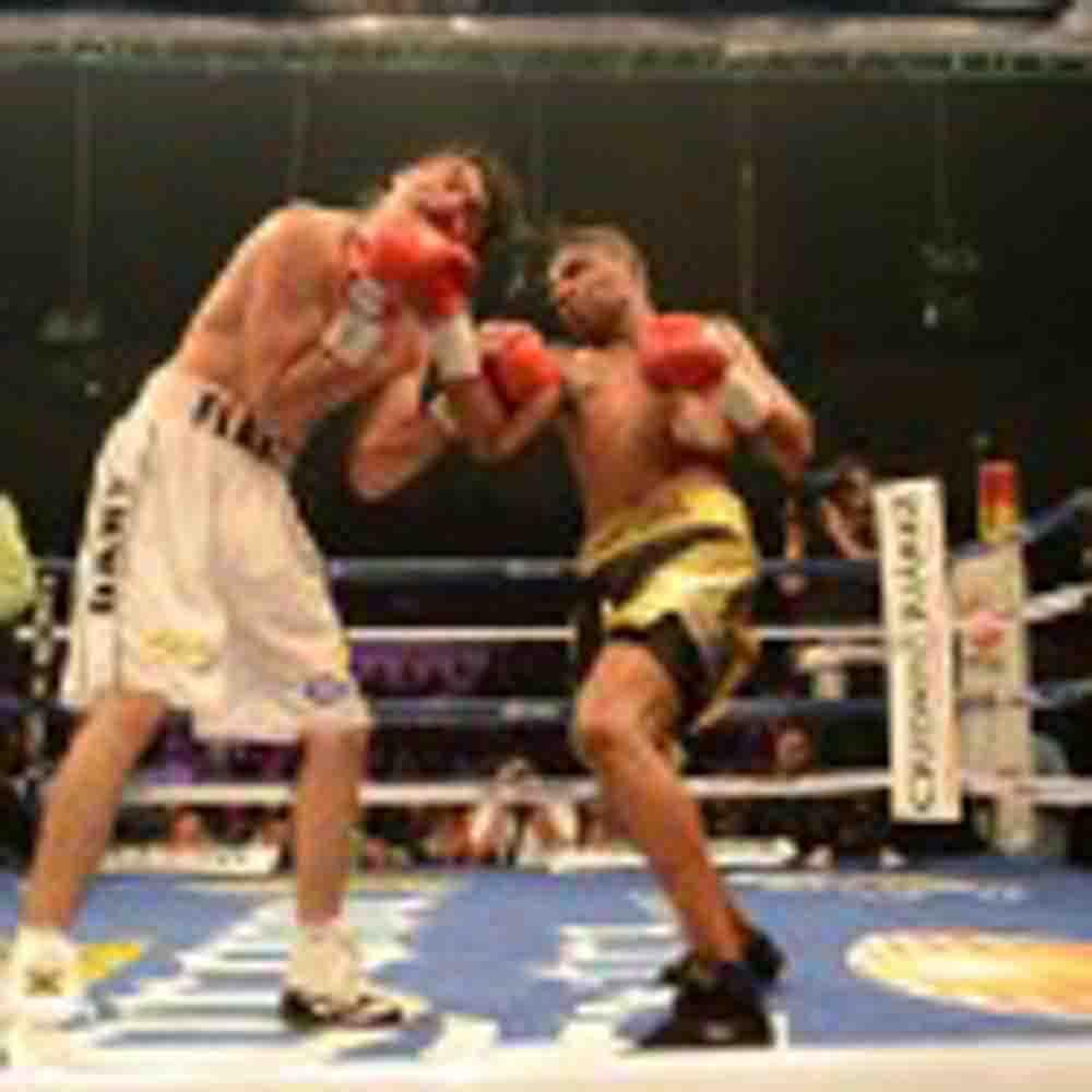 Nery Saguilán ofrece cátedra, y los jueces dan triunfo a Alex Sanabria