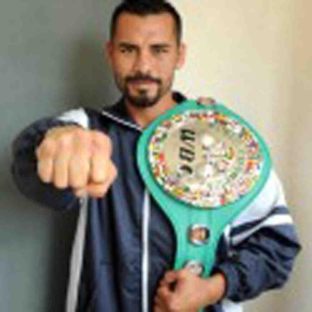 "Boletín y fotos Edgar ""Chananón"" Puerta, campeón mundial Plata superpluma WBC"