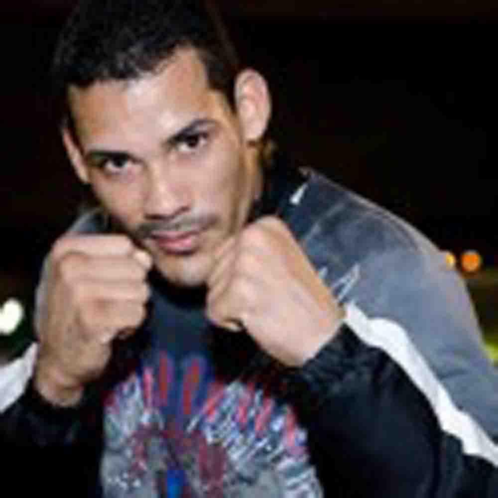 Con oponente el puertorriqueño Roberto Acevedo