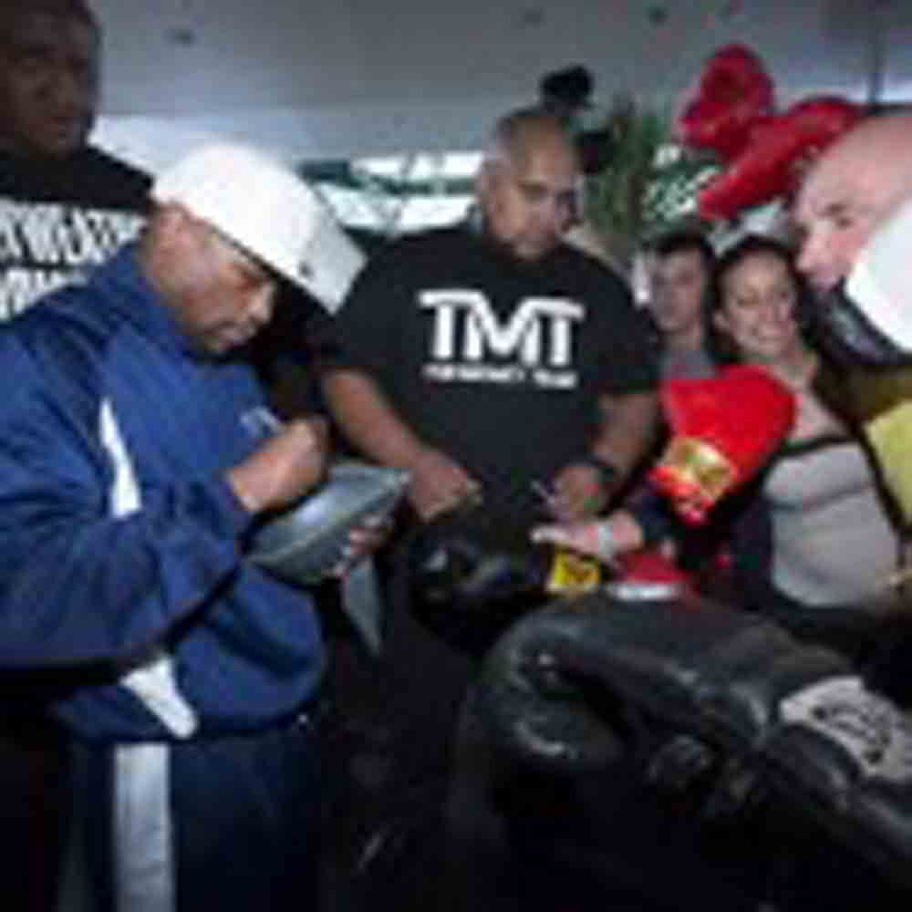 MAY DAY Floyd Mayweather & Robert Guerrero Arrivals