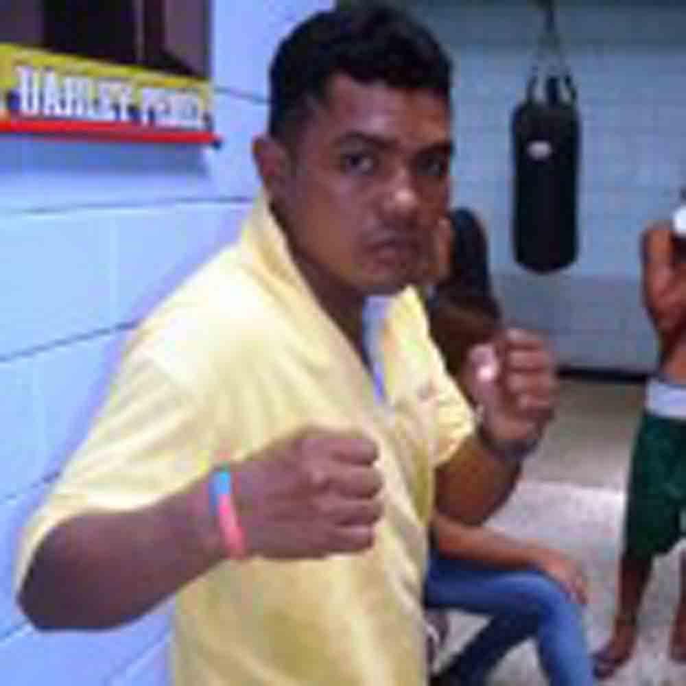Colombiano Ronald Barrera busca derrotar a Román González