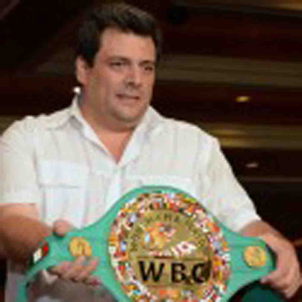 Mauricio Sulaimán presentó en el MGM el cinturón para el ganador de Mayweather-Canelo