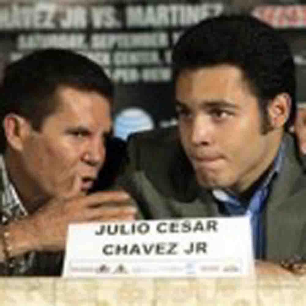 """Julio César Chávez aconseja a su hijo: """"Si quiere regresar a los primeros planos debe dedicarse a su profesión"""""""