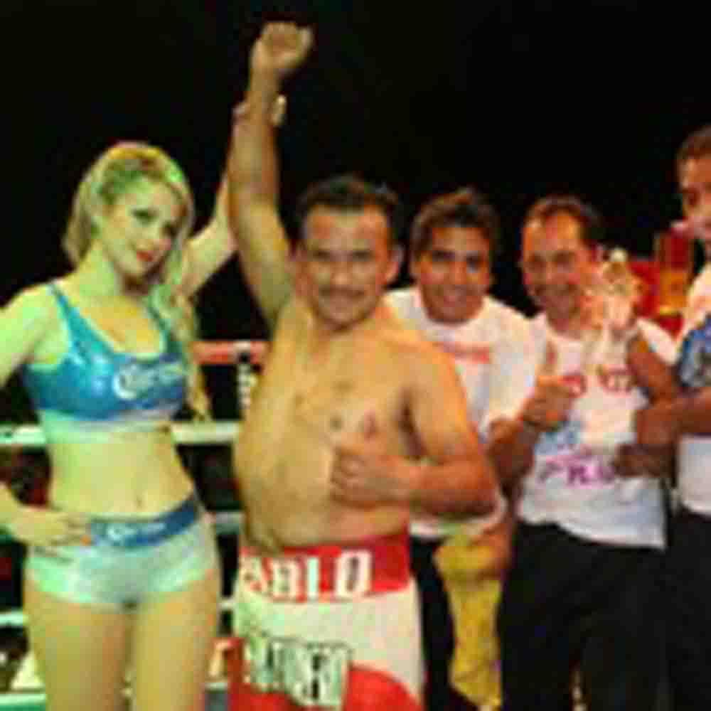 Pablo Munguía se lleva decisión unánime ante Vargas