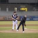 'Gallo' Estrella / Lanzamiento de honor en juego de béisbol