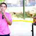 Emmanuel Rodríguez debutó con éxito al motivar a los estudiantes de la Escuela Superior Lorenzo Coballes de Hatillo